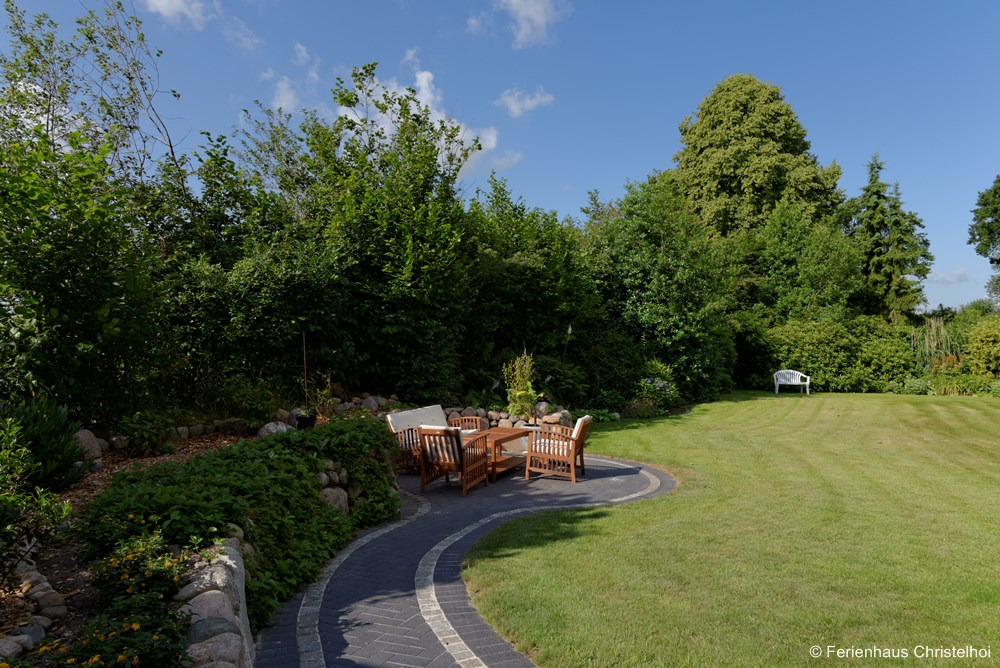 Find spots to relax around Christelhoi holiday home