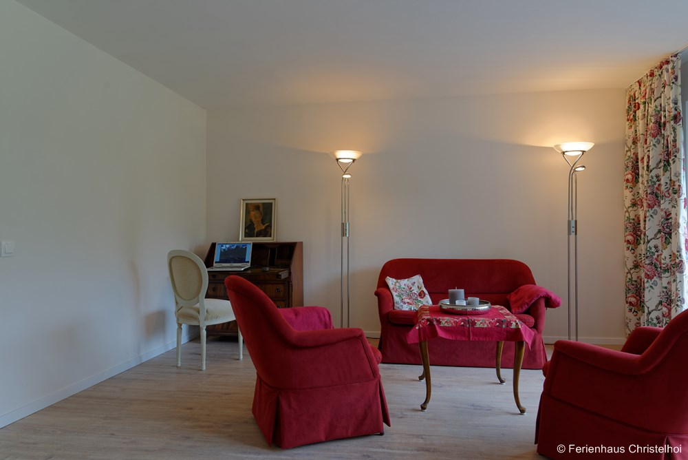 17.2 m² reading room on the ground floor - easily converted into a bedroom