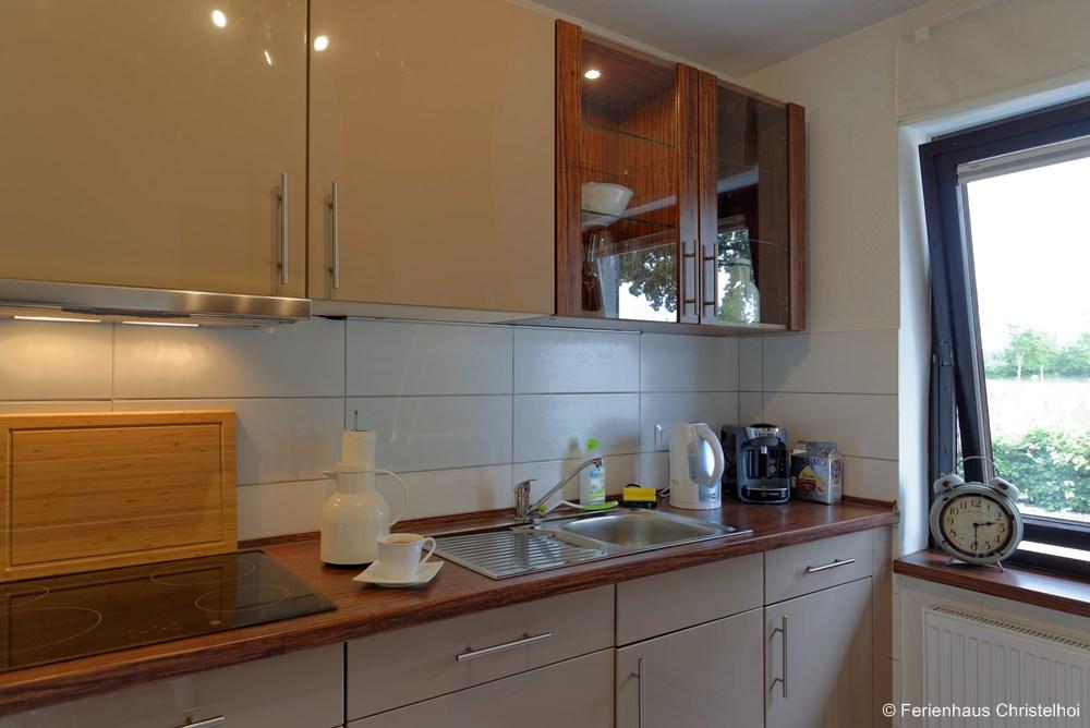 Ceramic glass cook-top, exhaust hood, coffee machine + kettle