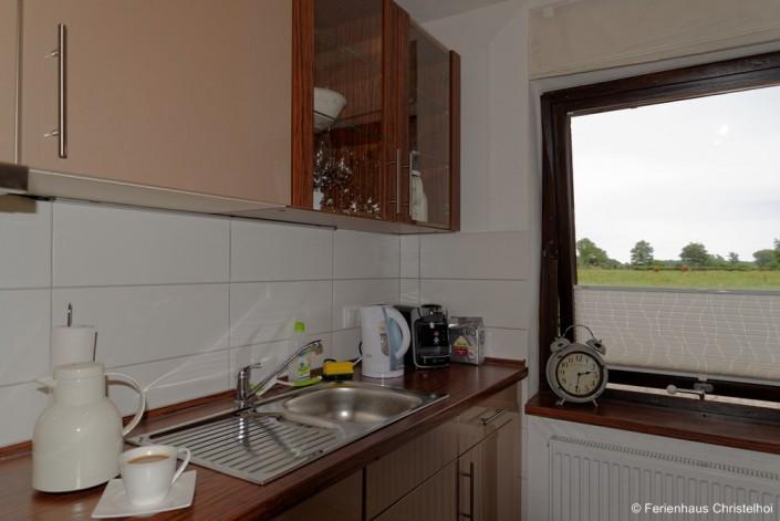 Küche mit Blick auf Weiden und Felder